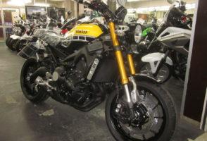 ヤマハ・XSR900・60th 限定モデル、あと一台のみ在庫あります!!